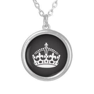 Corona real blanco y negro colgante personalizado