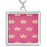 Corona rosada real grimpolas