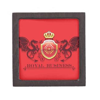 Corona y escudo de oro del escudo de armas con los caja de joyas de calidad