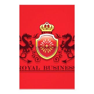 Corona y escudo de oro del escudo de armas con los  papeleria de diseño