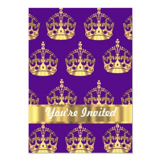 Coronas del oro en púrpura comunicados