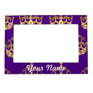 Coronas del oro en púrpura marcos magneticos para fotos