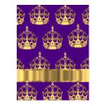 Coronas del oro en púrpura postales
