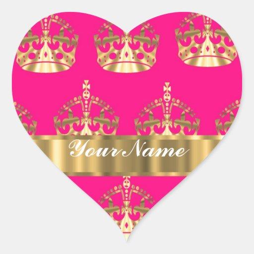 Coronas del oro en rosas fuertes pegatina en forma de corazón