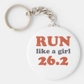 Corra como un chica 26,2 llavero redondo tipo pin