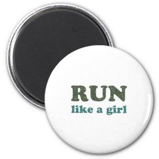 Corra como un chica imán redondo 5 cm