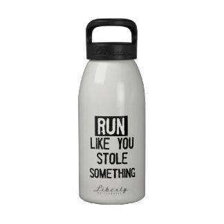 Corra como usted robó algo botallas de agua