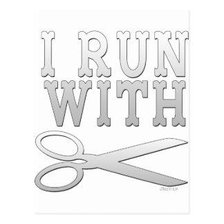 Corra con las tijeras postal