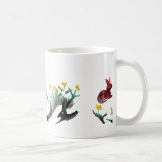 Corra el arte animal floral corrido conejo taza clásica