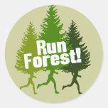 Corra el bosque, proteja el Día de la Tierra Pegatina Redonda