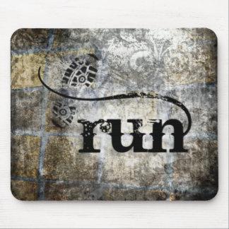Corra el Grunge de w/Shoe por la joyería y los dis Mouse Pads