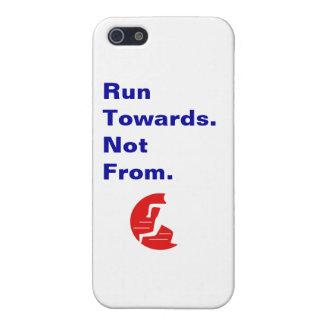 Corra hacia no de logotipo y de lema iPhone 5 funda