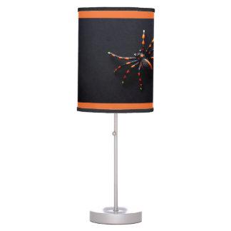 Correa eslabonada espeluznante - lámpara de mesa