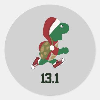 Corredor 13,1 de la tortuga del navidad etiqueta redonda