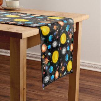 Corredor colorido de la tabla del espacio de la camino de mesa corto