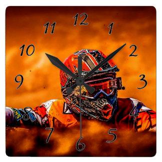 Corredor cruzado del motor reloj cuadrado