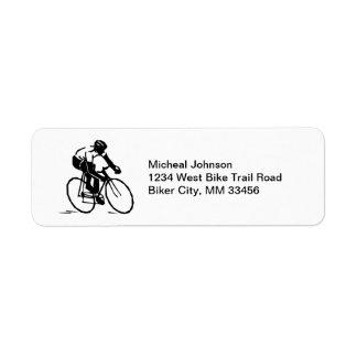 Corredor de la bici en jinete de la bicicleta del  etiqueta de remite