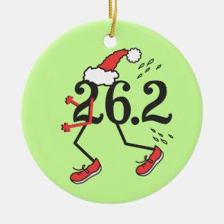 Corredor de maratón divertido del © del día de adorno navideño redondo de cerámica