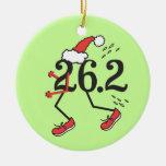 Corredor de maratón divertido del © del día de adornos de navidad
