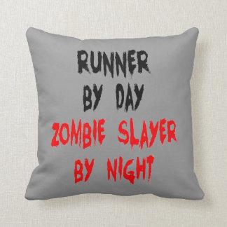 Corredor del asesino del zombi almohada