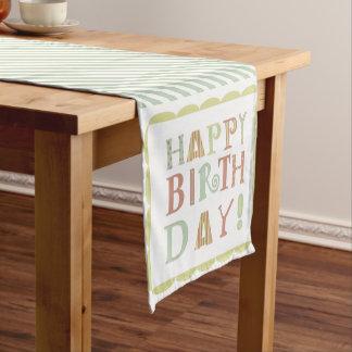 Corredor enrrollado de la tabla del feliz camino de mesas corto