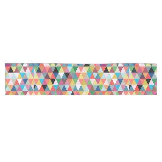 Corredor modelado geométrico colorido de la tabla camino de mesa corto