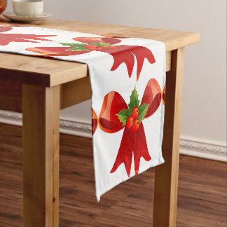 Corredor rojo de la tabla de las bayas del arco y camino de mesas corto