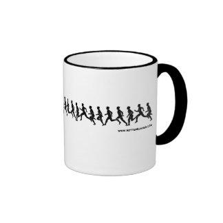 Corredores en el solo fichero, taza de café