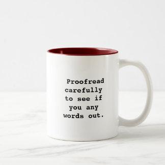 Corregido cuidadosamente para ver si usted cuaesqu taza de café