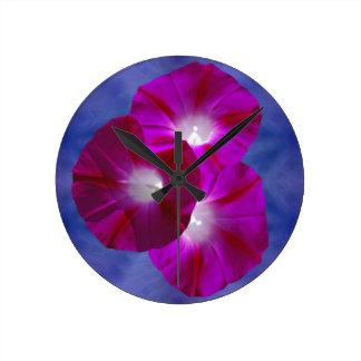 Correhuela rosada reloj redondo mediano