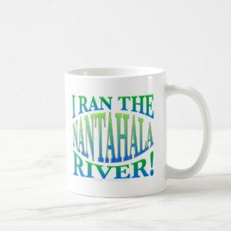 Corrí el río de Nantahala Taza Básica Blanca