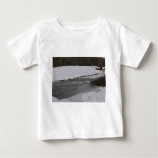 Corriente congelada en nuevo bosque t shirts