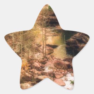Corriente de la montaña pegatina en forma de estrella