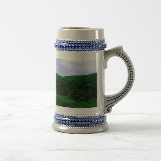 Corriente de la montaña jarra de cerveza