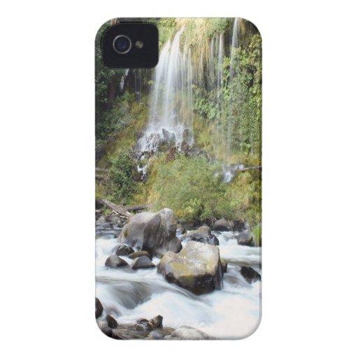 Corriente de las caídas de Mossbrae de la cascada iPhone 4 Case-Mate Cárcasas