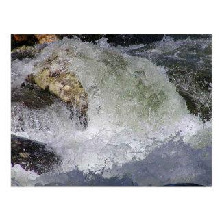 Corriente del agua de la roca tarjetas postales