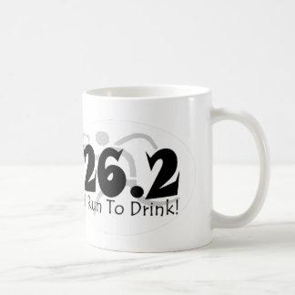 """""""Corro a la taza del café con leche de la bebida"""""""