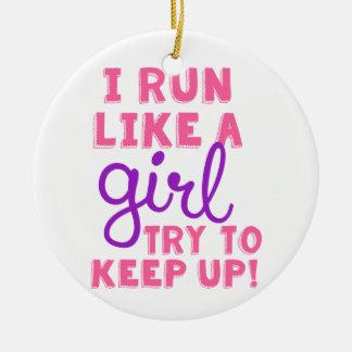 Corro como un chica adorno navideño redondo de cerámica