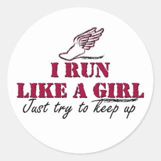 Corro como un chica (la escritura) etiqueta redonda