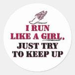 Corro como un chica (rojo) etiquetas redondas
