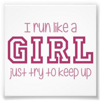 Corro como un intento del chica apenas para fotografía