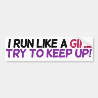 Corro como un intento del chica para continuar pegatina para auto