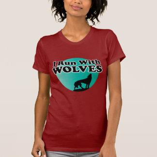 Corro con los lobos camisetas