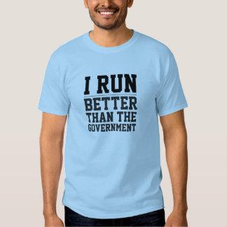 Corro mejor que la camiseta del gobierno remeras