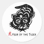 Corte chino del papel del tigre del zodiaco pegatina redonda