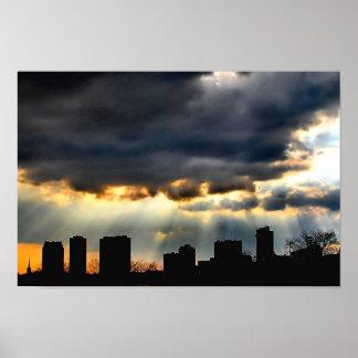 Corte de la puesta del sol a través de la tormenta posters