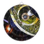 Corte futurista de la estación espacial tablero dardos