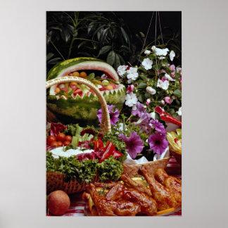 Corte la cesta de fruta de la sandía con las flore póster