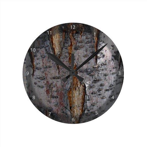 Corteza con las grietas reloj de pared