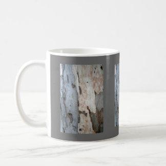 Corteza de un árbol de eucalipto taza clásica